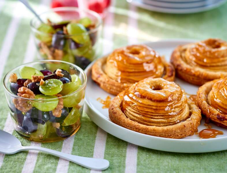 Tartelettes aux pommes fondantes et salade aux deux raisins