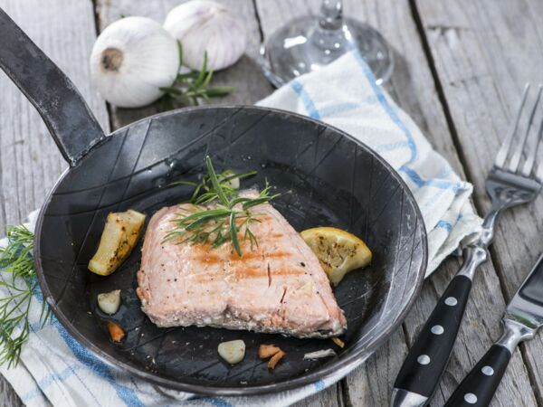 pav de saumon la po le d couvrez les recettes de cuisine de femme actuelle le mag. Black Bedroom Furniture Sets. Home Design Ideas