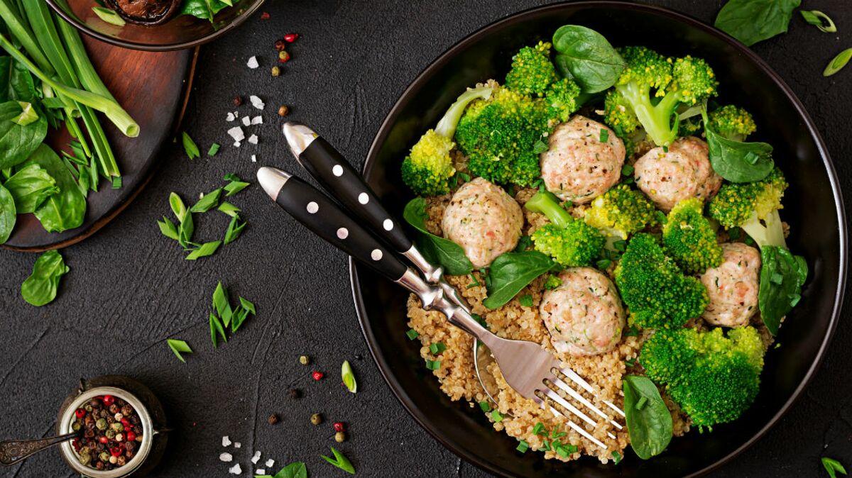 Galette de quinoa au brocoli et olives noires