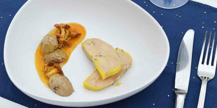 Foie gras au poivre noir, poêlée de pommes de terre grenaille, girolles et gastrique à l'orange
