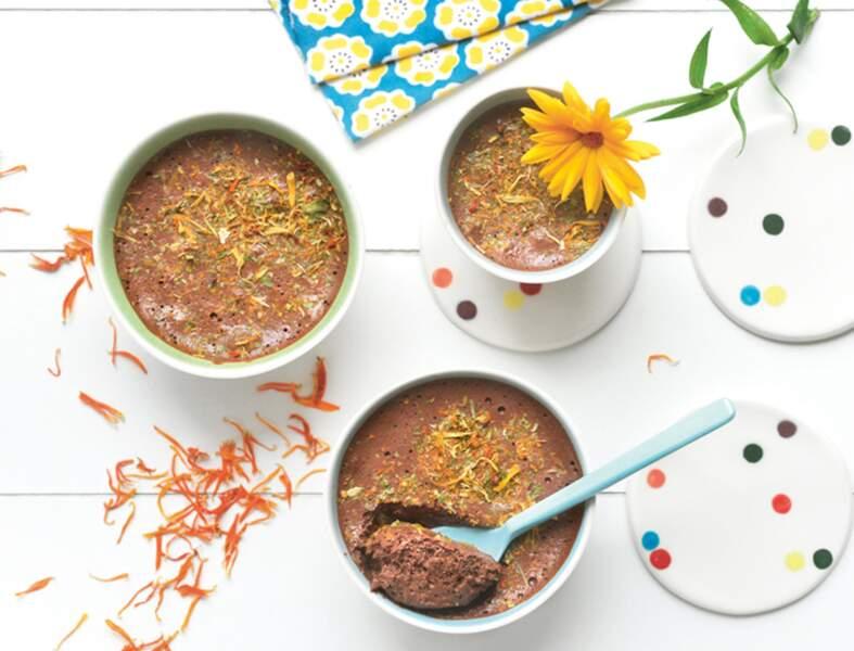 Mousse au chocolat aux fleurs séchées