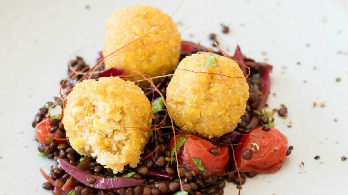 Boulettes de quinoa et salade de lentilles