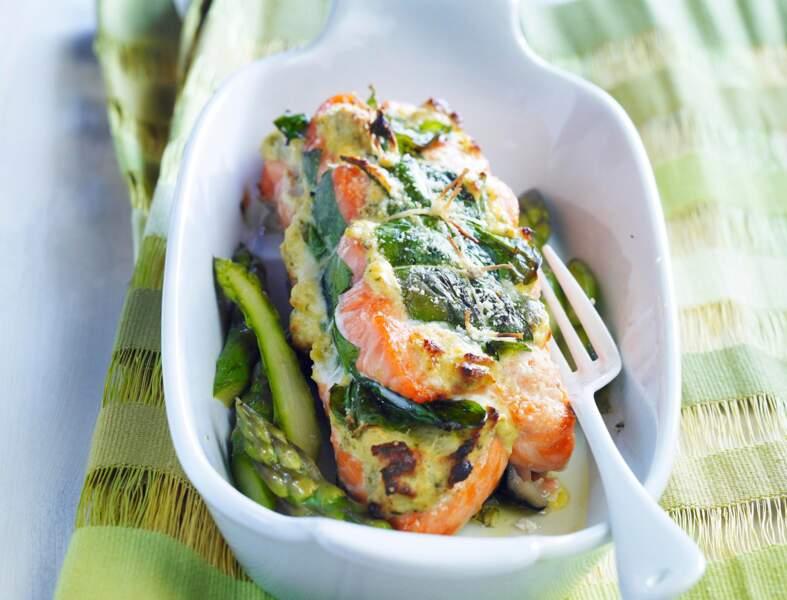 Rôti de saumon aux épinards et aux asperges