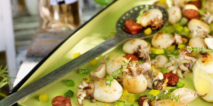 Plancha de supions au chorizo, poivron et piment d'Espelette