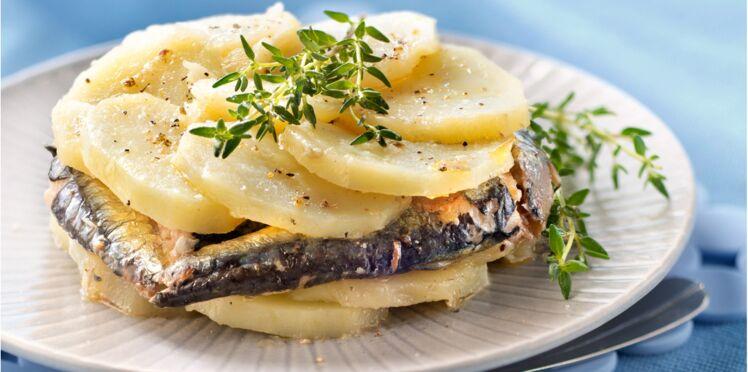 Dressage en rosace de pommes de terre et sardines