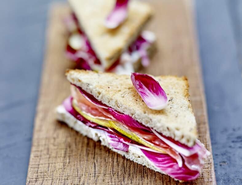 Club sandwich carmine, jambon fumé, poires