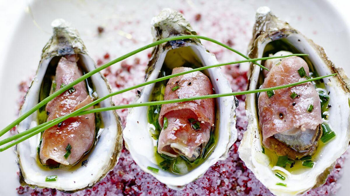Huîtres snackées au Jambon de Bayonne Aoste, sauce vierge de ciboulette à l'huile de truffe