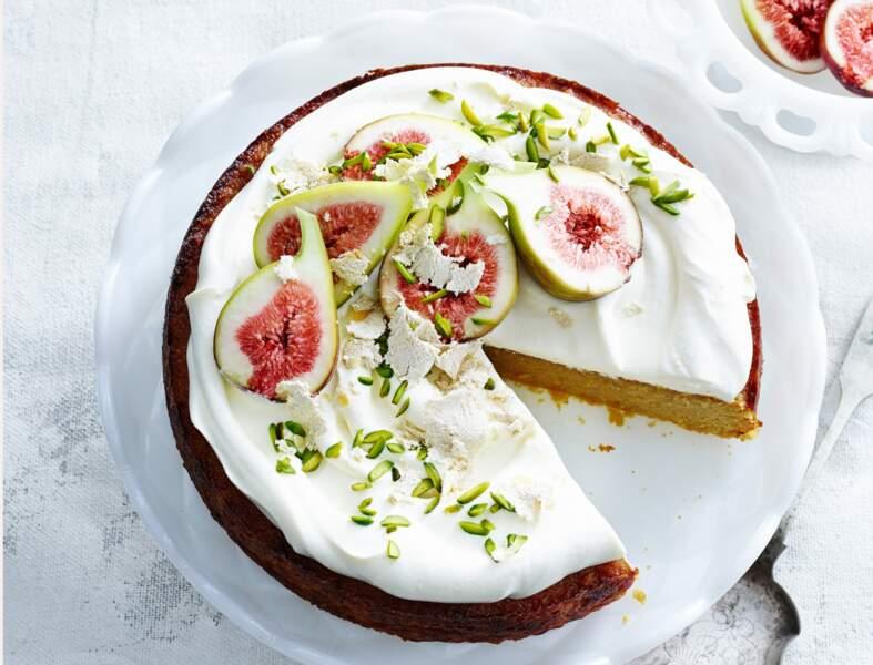 Gâteau aux amandes, yaourt et figues fraîches