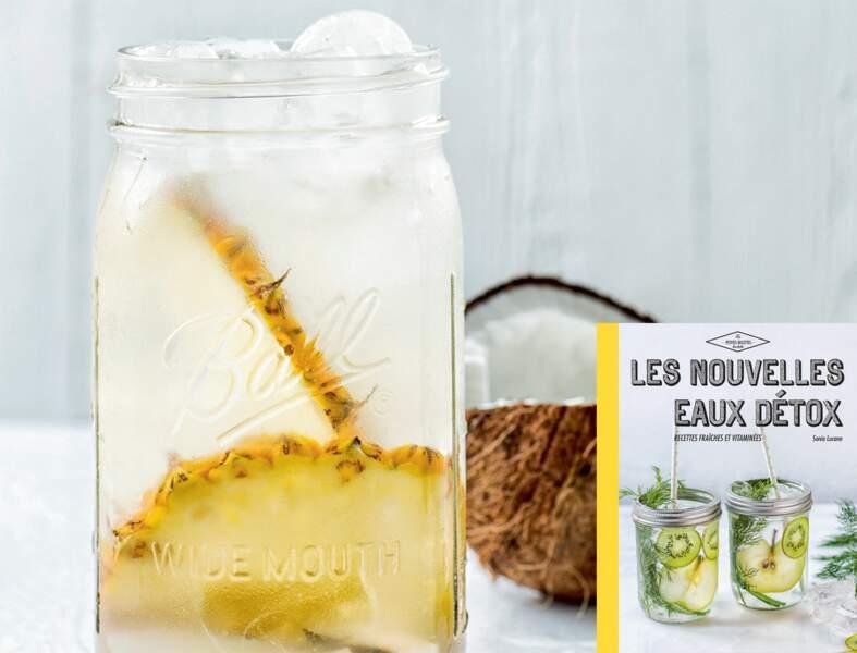 Eau détox à l'ananas, noix de coco + eau de coco