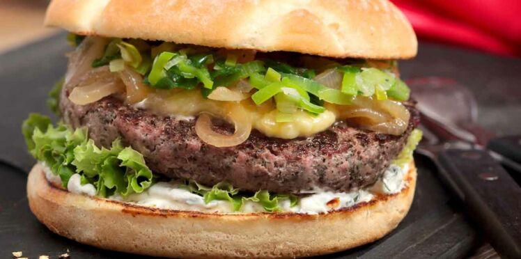 Burger d'agneau cheddar et oignons caramélisés