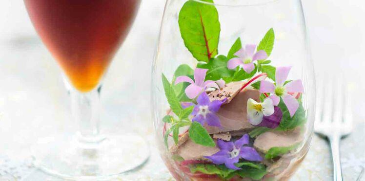 Salade de foie gras et fleurs comestibles