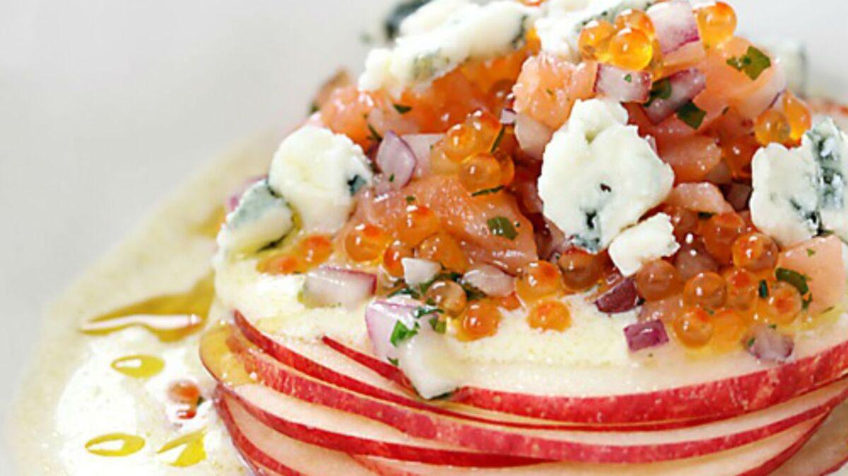 Tartare de saumon fumé, roquefort et lamelles de pommes