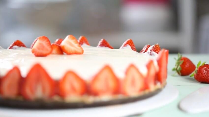 Un cheesecake fraises-rhubarbe en vidéo