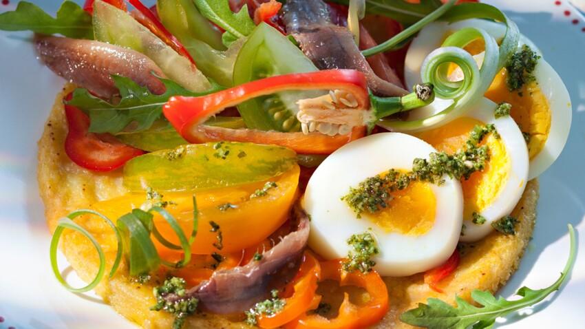 Salade fraîche sur une panisse