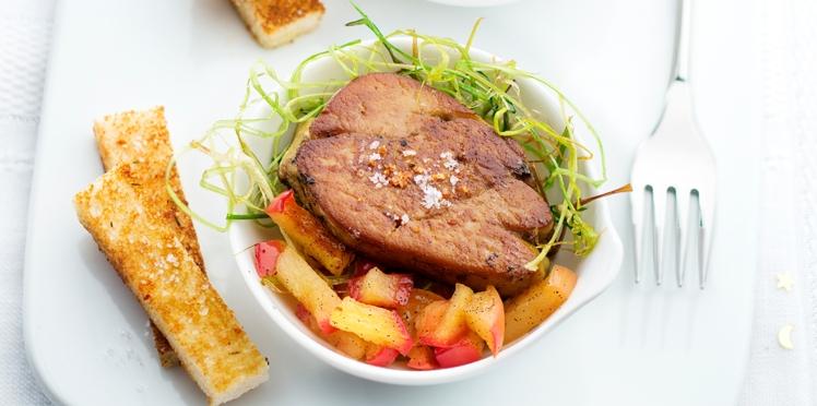 Foie gras poêlé aux pommes caramélisées