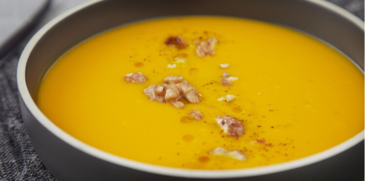 Soupe de potimarron et croquant de pomme et noix