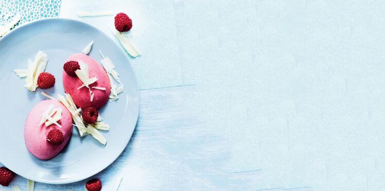 Oeufs à la crème glacée à la framboise et au chocolat blanc
