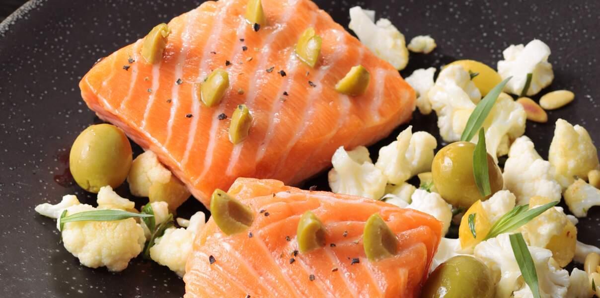 Pavé de saumon à l'unilatéral, olives vertes, chou-fleur croquant au citron confit