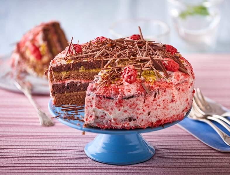 Layer cake aux 3 chocolats et pralines roses