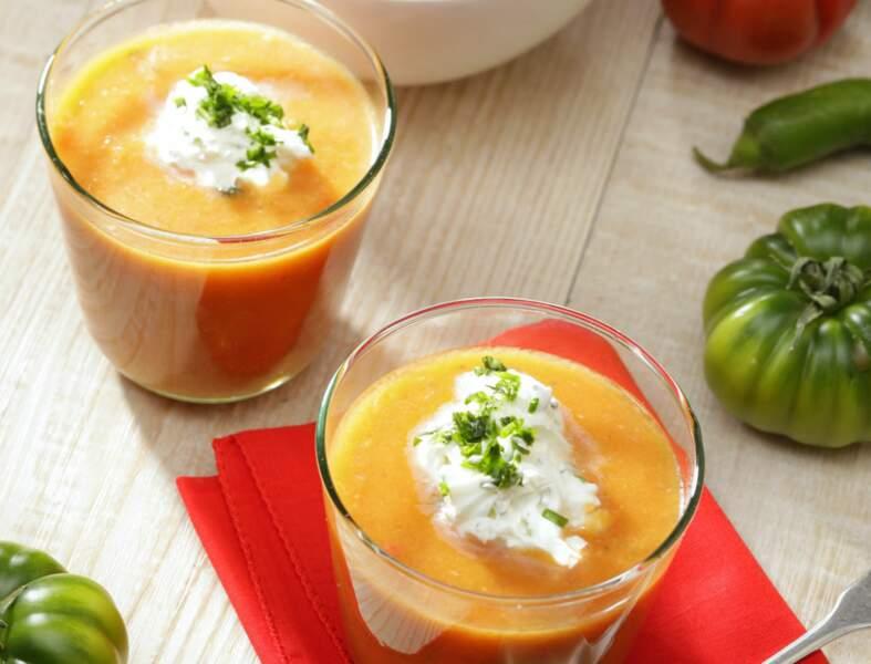 Gaspacho de tomate, chantilly salée aux herbes