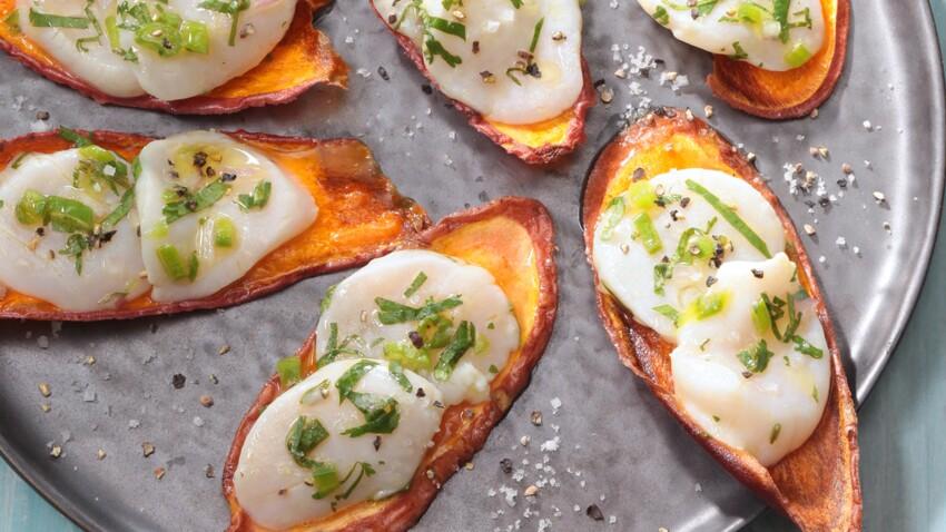 Saint-Jacques marinées à la sauce Tabasco® vert sur chips de patate douce