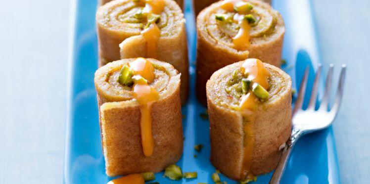 Makis de crêpes à la pistache, coulis d'abricots