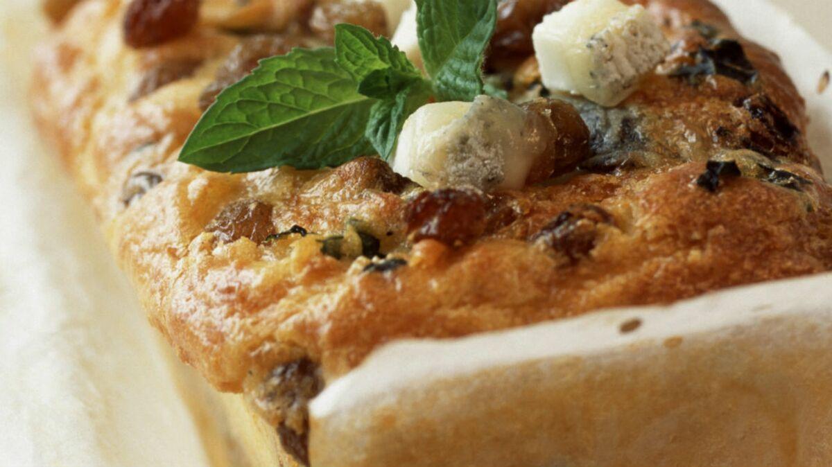 Cake de chèvre, menthe et raisin