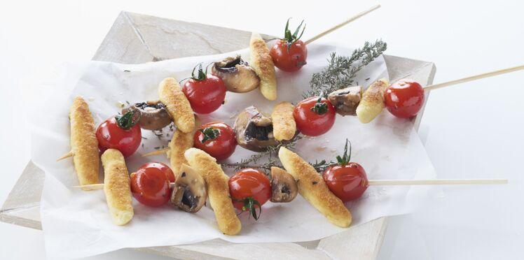 Brochettes de mini quenelles aux tomates cerise et champignons