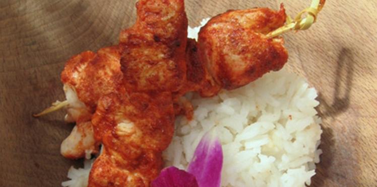 Les brochettes de poulet tandoori et ses aubergines grillées