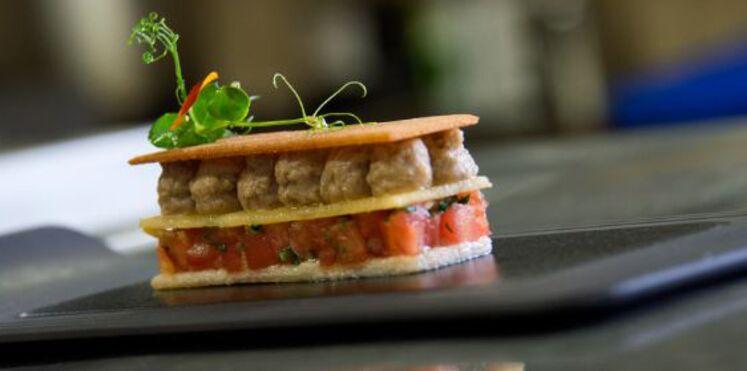 Mille-feuille rillettes de sardines et tomates rafraîchies aux citrons confits et coriandre