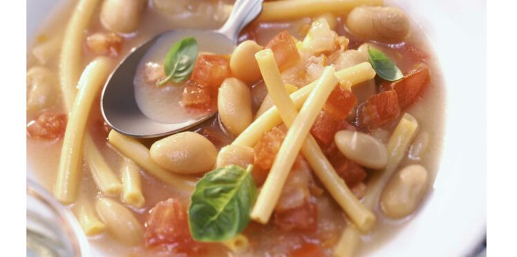 Soupe de pâtes et haricots blancs à la tomate