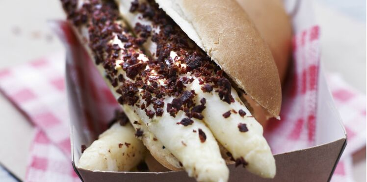 Hot dog d'asperges, sauce béarnaise