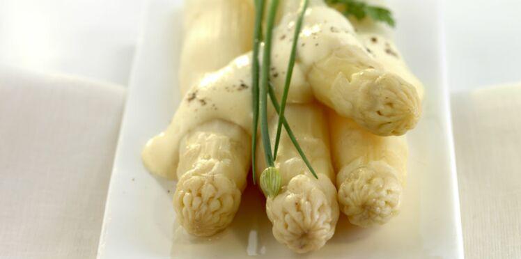 Asperges blanches, crème à la ciboulette