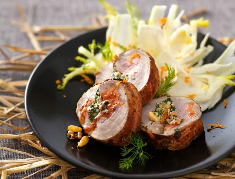 Filet mignon farci aux herbes cuit au foin, salade de fenouil à l'orange