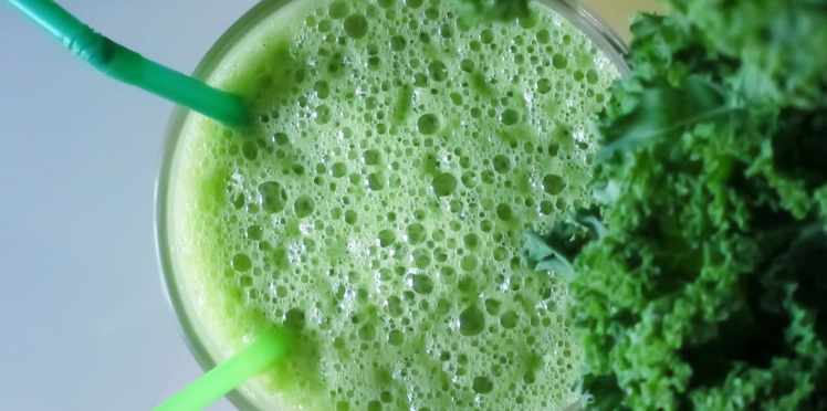 Smoothie kale, agrumes et gingembre