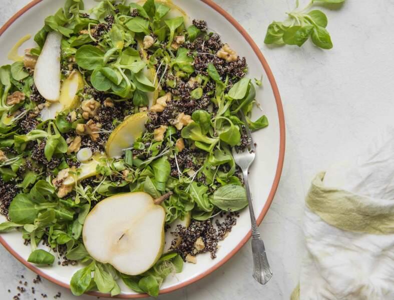 Salade de quinoa aux poires, noix et sauce moutarde-miel