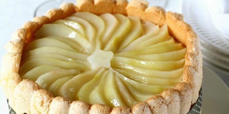Charlotte aux poires à la crème et aux amandes