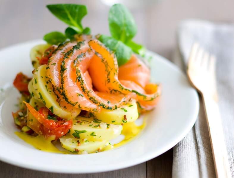 Salade de pommes de terre, gravlax et crème au curry