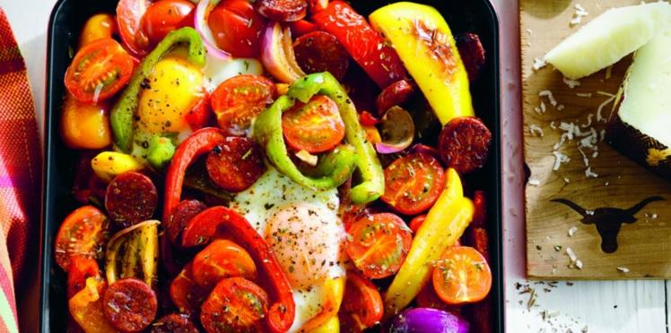 Œufs au chorizo, tomates cerise et manchego râpé