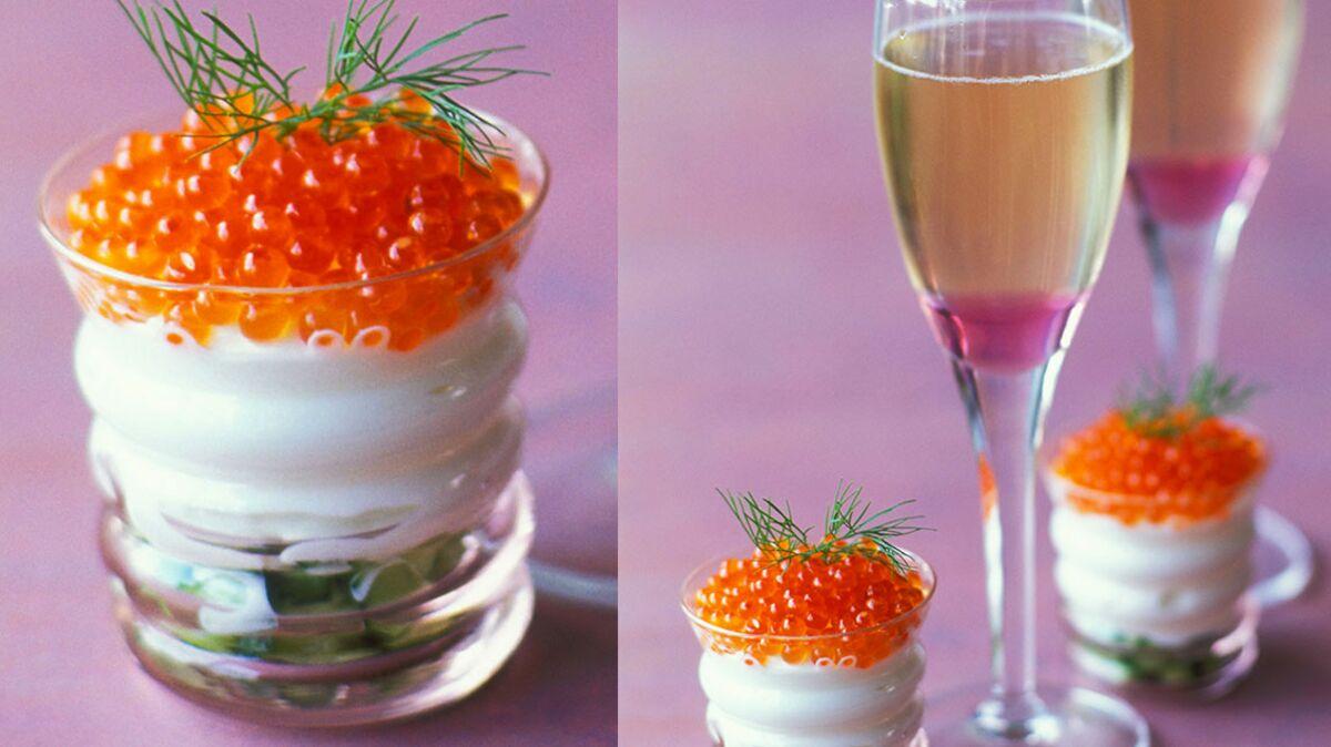 Champagne rosé au litchi et œufs de saumon à la crème