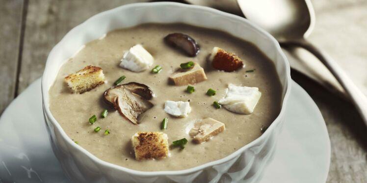 Velouté aux cèpes, chaource et foie gras