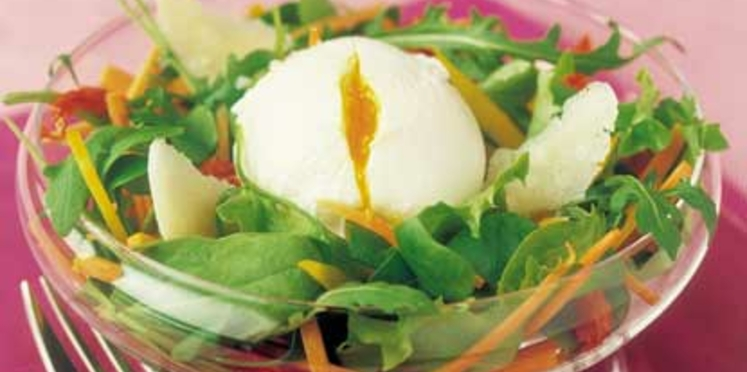 Oeufs pochés en salade folle