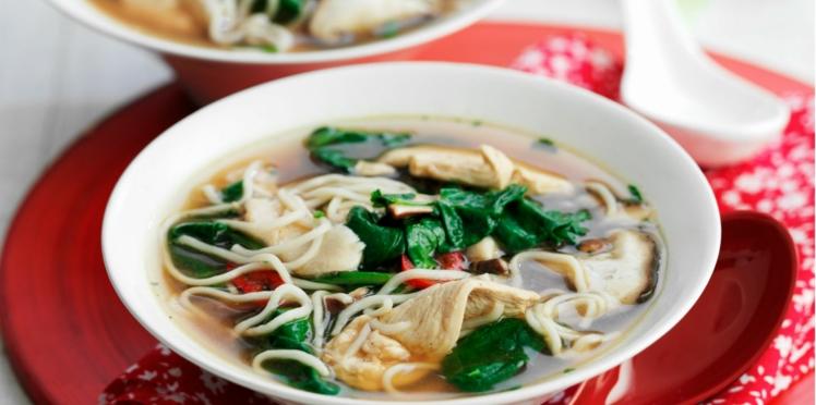 Soupe chinoise aux nouilles et poulet