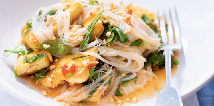Sauté de vermicelles de riz au tofu à la mode thaïe