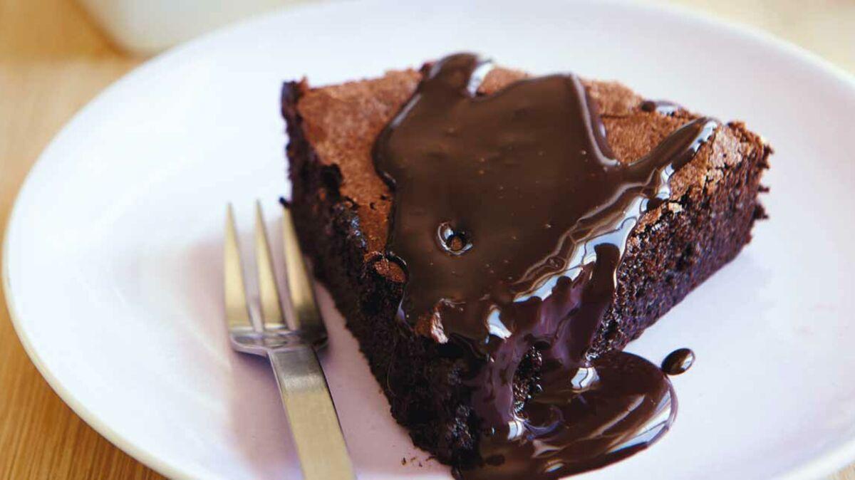 La tarte moelleuse au chocolat (qui déchire) nappée de caramel
