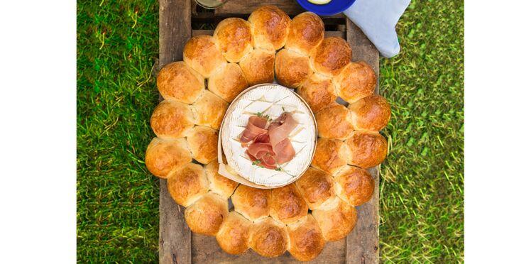 Brioche fourrée autour d'un fromage rôti et jambon cru Aoste