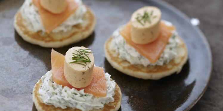 Blinis de saumon fumé, chantilly aux herbes