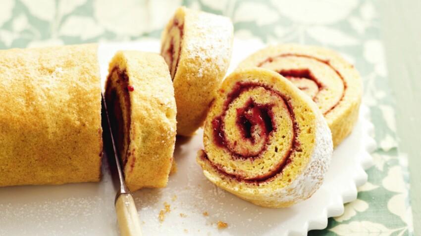 Biscuit roulé à la confiture de fruits rouges