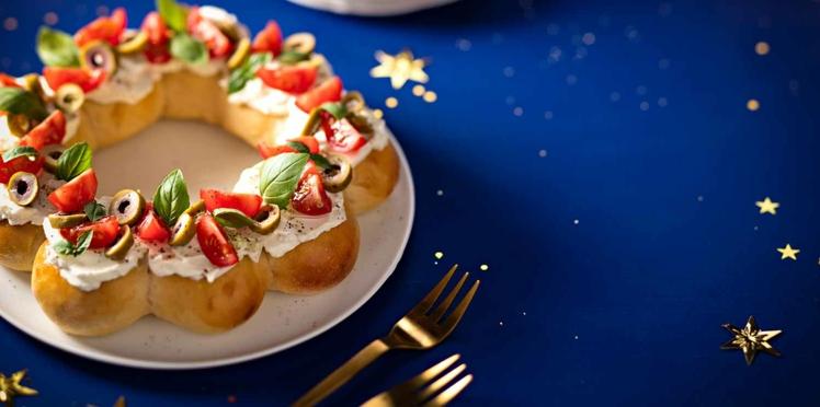 Couronne de pain au fromage, tomates cerises et basilic
