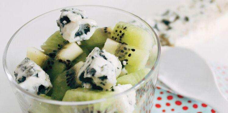 Méli-mélo de kiwi-roquefort en salade de fruits